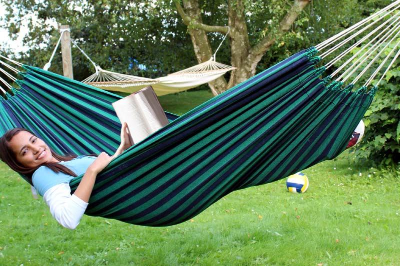 Faktisk, er Isabel og Erik ret vild med hængekøjer i haven til leg og læse en god bog